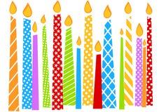 De Kaart van de verjaardag met kleurrijke Kaarsen Royalty-vrije Stock Foto's