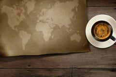 De kaart van de wereld op houten Stock Foto's