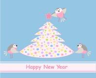 De kaart van het nieuwjaar. Vogels en een kleurrijke boom van Kerstmis royalty-vrije illustratie