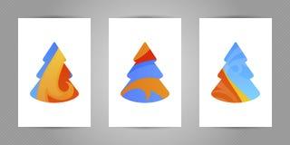 De kaart van de Kerstmisgroet met minimalistic abstracte Nieuwjaarboom met kleurrijke golvende abstracte textuur op witte achterg Royalty-vrije Stock Foto
