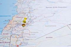 De kaart van Syrië met het rood van wegentsvaeta en duidelijk met een speld in Se Royalty-vrije Stock Foto