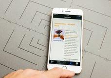 De kaart van de Teslacompressor op iPhone 7 plus de toepassingssoftware Royalty-vrije Stock Foto's