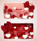 De kaarten van de valentijnskaartendag met boog Stock Foto's