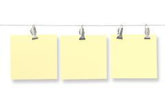 De kaarten van het document op kleren-pinnen Stock Foto