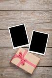 De kaarten van het fotokader en giftdoos met lint Royalty-vrije Stock Afbeeldingen