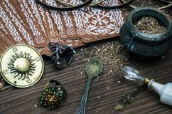 De kaarten van het tarot Fortuinteller divination stock foto's