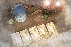 De kaarten van het tarot Waarzegger stock foto's