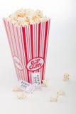 De kaartjes van de popcorn en van de film Stock Fotografie