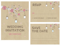 De Kaartuitnodiging van de huwelijksuitnodiging met kruiken Stock Foto