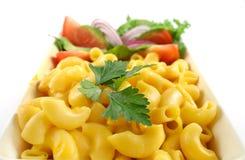 De Kaas en de Salade van de macaroni stock fotografie