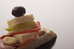 De kaas van feta op knapperig brood Royalty-vrije Stock Afbeelding