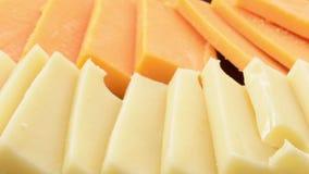 De kaas van Zwitser en van de cheddar stock videobeelden