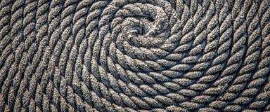 De kabel voor de boot in de vorm van een spiraal wordt gelegd die Achtergrond stock afbeelding