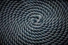 De kabel voor de boot in de vorm van een spiraal wordt gelegd die Achtergrond royalty-vrije stock foto's