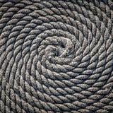 De kabel voor de boot in de vorm van een spiraal wordt gelegd die Achtergrond stock afbeeldingen