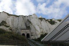 De kabelbaan door de albasten klippenkust in le treport, Normandië royalty-vrije stock afbeeldingen