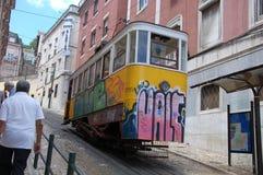 De kabelbaan van Gloria in Lissabon Stock Foto's