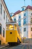 De kabelbaan van Gloria in de oude stad van Lissabon royalty-vrije stock afbeeldingen