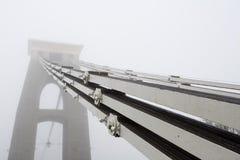 De kabels van de Hangbrug van Clifton in de mist Royalty-vrije Stock Fotografie