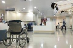 De kabeltelevisie-veiligheidscamera die in het onduidelijke beeld van het bureauziekenhuis backg werken Stock Foto