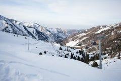 De kabelwagen in de sneeuwbergen Chimbulak Royalty-vrije Stock Afbeeldingen