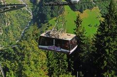 De kabelwagen van Schilthorn is beroemd van James Bond Movie stock afbeelding