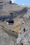 De kabelwagen van Schilthorn is beroemd van James Bond Movie royalty-vrije stock fotografie