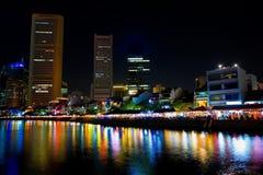 De Kade van de boot in de bezige stad van Singapore Royalty-vrije Stock Foto's