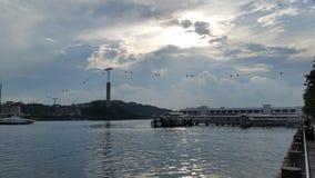 De kadepartij, stranden, lichte toren, waterbezinningen, zon neemt toe stock foto's