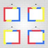 De kaders van de kleurenfoto op een grijze bakstenen muurachtergrond Een reeks van vier realistische kaders van de kleurenfoto stock illustratie