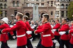 De kadetten paraderen op Dag Remebrance. Royalty-vrije Stock Afbeeldingen