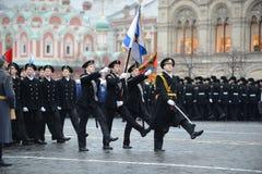 De kadetten van de mariene korpsen op parade in rood vierkant in Moskou royalty-vrije stock foto