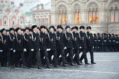 De kadetten van de mariene korpsen op parade in rood vierkant in Moskou royalty-vrije stock afbeeldingen