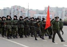 De kadetten van de de Kadetkorpsen van Moskou Petrovsky treffen voor de parade op 7 November op Rood Vierkant voorbereidingen Stock Foto