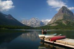 De kajak van de oever van het meer Royalty-vrije Stock Afbeeldingen