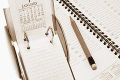 De Kalender en de Ontwerper van het bureau Stock Afbeeldingen