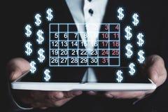 De kalender en de dollartekens van de mensenholding Royalty-vrije Stock Afbeelding