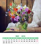 De kalender Mei 2018 van de ontwerppagina Stilleven met een de lenteboeket Royalty-vrije Stock Afbeelding