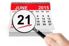 15 de kalender van juni 2014 met meer magnifier op een witte achtergrond 21 de kalender van juni 2015 met meer magnifier Royalty-vrije Stock Foto