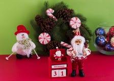 De kalender van Santa Claus en van het Nieuwjaar ` s op 31 December op backgr Royalty-vrije Stock Foto