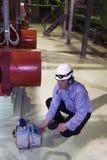De kalibermeter van de ingenieur en van de droge batterij Royalty-vrije Stock Afbeeldingen