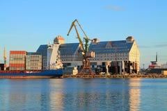 De Kaliningrad-haven in de avond in Augustus Stock Afbeelding
