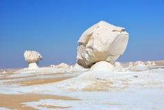 De kalksteenvorming in Witte woestijn sahara Egypte stock foto's