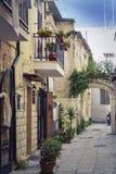 De kalme en romantische steeg in Bari royalty-vrije stock foto's