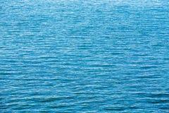 De kalme van de Overzeese Oceaanachtergrond Rivieroppervlakte Stock Afbeeldingen