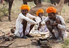De kameelhandelaren van pushkar stock fotografie