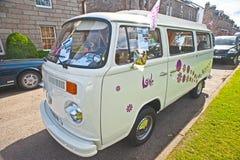 De kampeerautobestelwagen van VW met het opheffen van dak Royalty-vrije Stock Fotografie