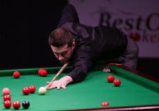 De Kampioen van de snookerwereld, Mark Selby-spelen vriendschappelijke toernooien in Boekarest stock afbeeldingen