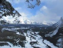 De kanadensiska steniga bergen fotografering för bildbyråer