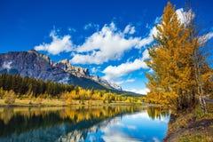 De kanadensiska steniga bergen, Canmore Arkivfoto